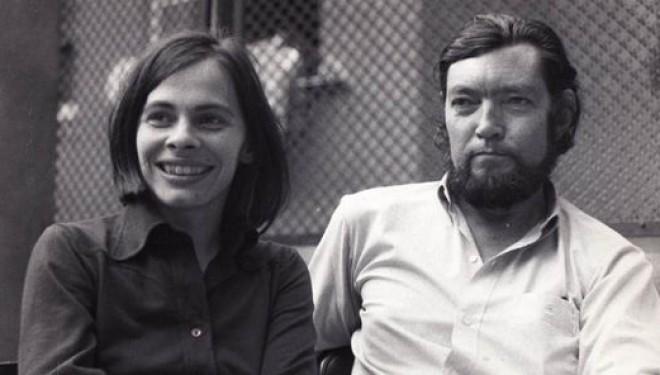 A jornalista, tradutora e poeta Cristina Peri Rossi e o escritor Júlio Cortázar