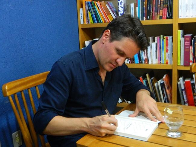 Autografando evidências / livros de crônica
