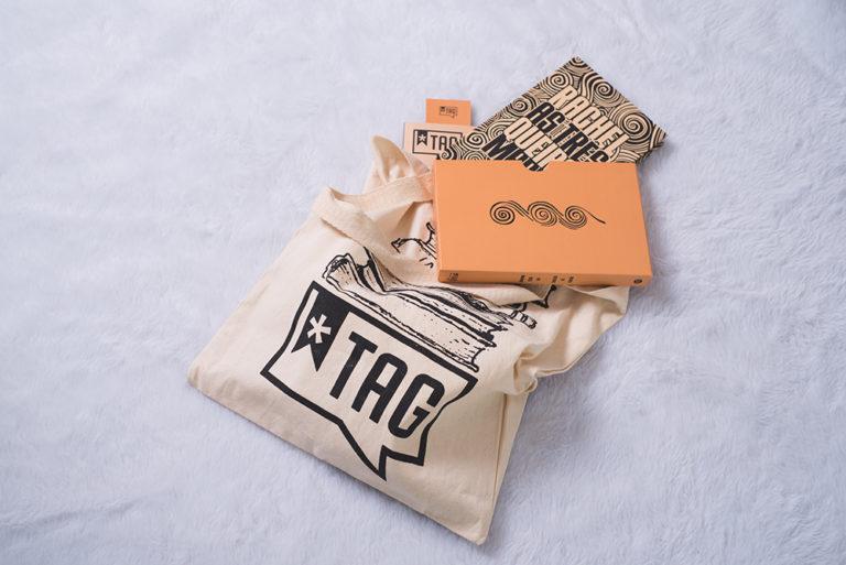 O segredo da felicidade para os leitores: um pacote de livros vindo pelo correio todo mês