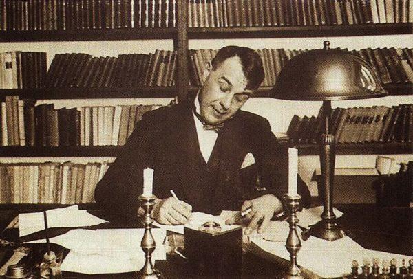 Dezsö Köstolányi escrevendo sobre Kornél Esti