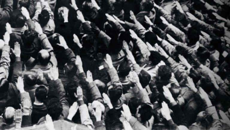"""""""A onda"""", de Todd Strasser: o autoritarismo fascista que jaz à espreita"""